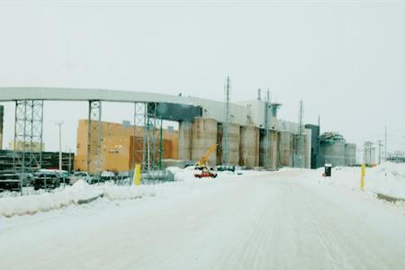 Vue des travaux de construction de l'usine d'ArcelorMittal Canada, Mont-Wright, Québec