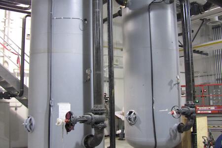 Installations d'équipements dans un atelier de réparation et d'entretien pour avions commerciaux