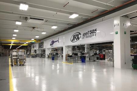 Vue des installations de l'usine de production d'hélicoptères, Bell Helicopter Textron Canada, Mirabel, Québec