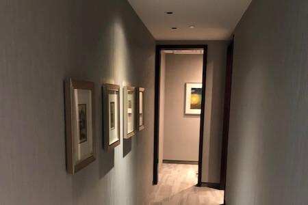 Aménagement d'un corridor dans un espace à bureaux