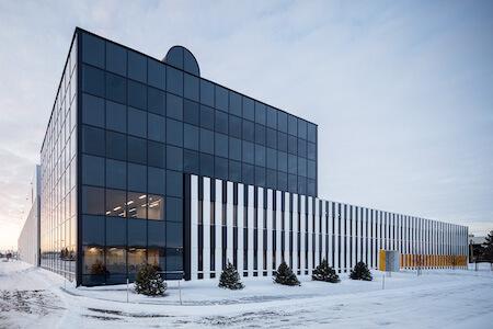 Vue de la façade du siège social de Capcium, Pointe-Claire, Québec