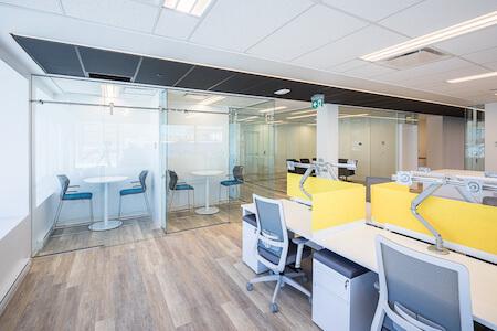 Aménagement de mobilier dans un espace à bureaux à aire ouverte, industrie pharmaceutique