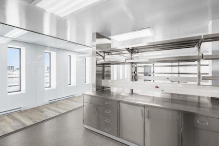 Aménagement de mobilier dans un nouveau laboratoire de recherche, industrie pharmaceutique