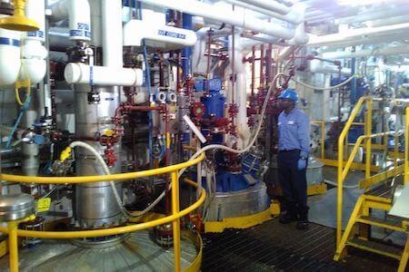 Équipements électriques/mécaniques dans une usine de produits chimiques