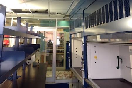 Laboratoire dans une usine de produits chimiques