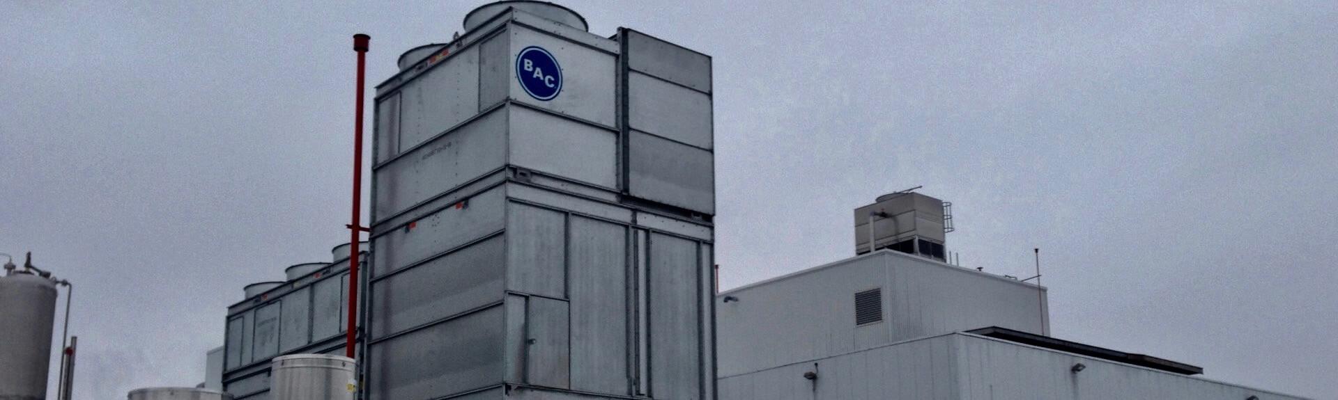Vue extérieure d'une usine de produits chimiques