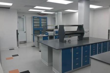 Vue des installations de nouveaux laboratoires de recherche