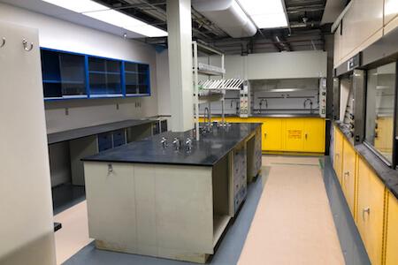Vue des installations d'un laboratoire de recherche et développement pharmaceutique