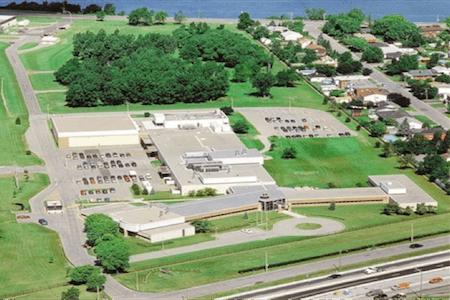 Vue aérienne du site de l'usine de production pharmaceutique Pharmascience, Candiac, Québec
