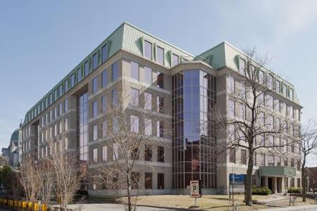 Vue de l'édifice du pavillon Jean-Brillant, Université de Montréal